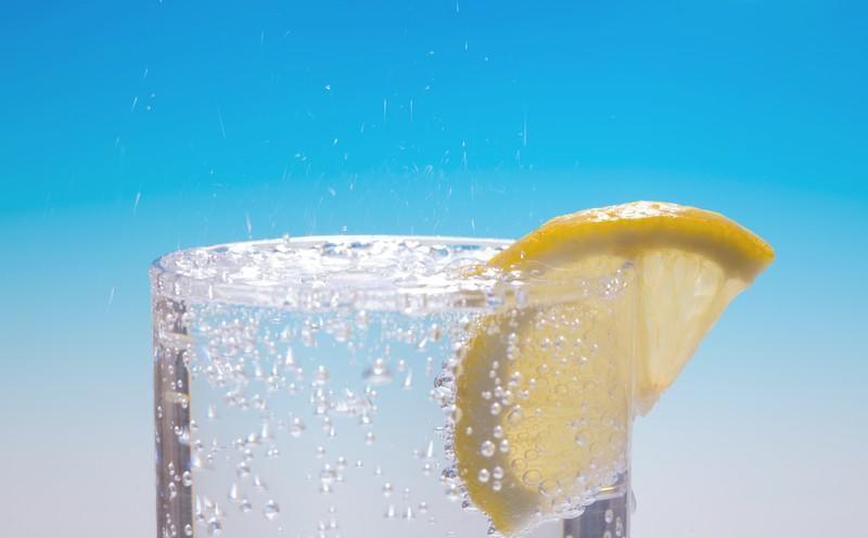 eau- gazeuse-fait-gonfler-le-ventre